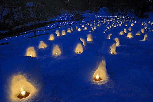 汤西川温泉雪窑祭