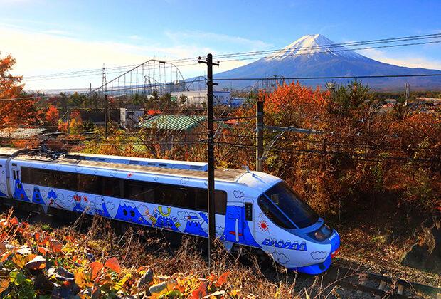 红叶与富士山特快列车
