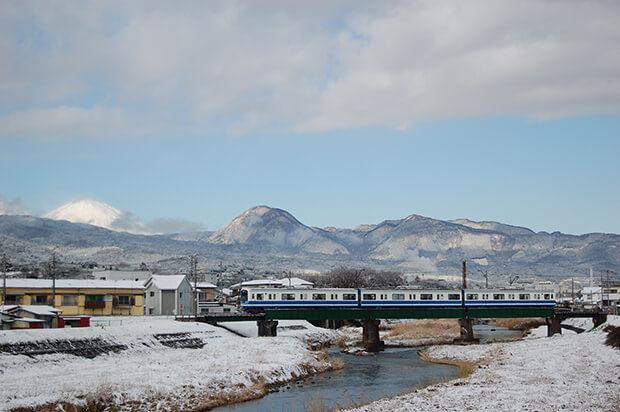 ทิวทัศน์ฤดูหนาว (ระหว่างสถานีสึคาฮาระกับสถานีวาดากาฮาระ)