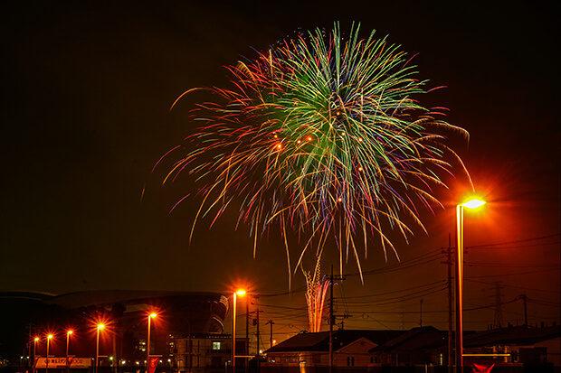 การแข่งขันดอกไม้ไฟฤดูใบไม้ร่วงในเทศกาลอุราวะมิโซโนะ