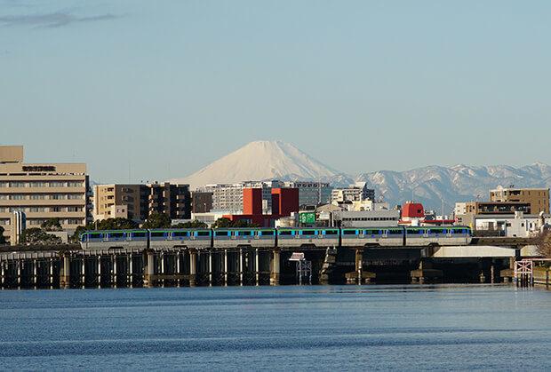 ภูเขาฟุจิกับรถไฟขบวน แบบ10000