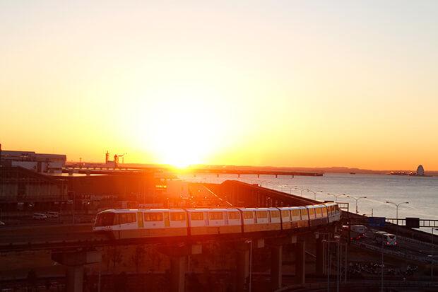 ดวงอาทิตย์แรกของปีกับรถไฟขบวน แบบ 1000