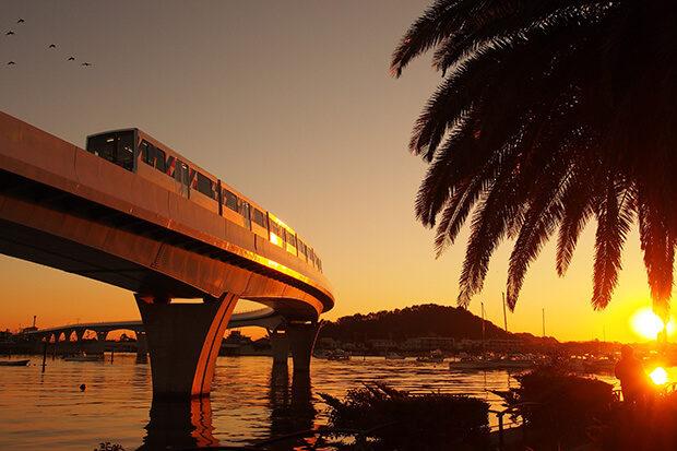 ดวงอาทิตย์ยามเย็น รถไฟขบวน แบบ 2000