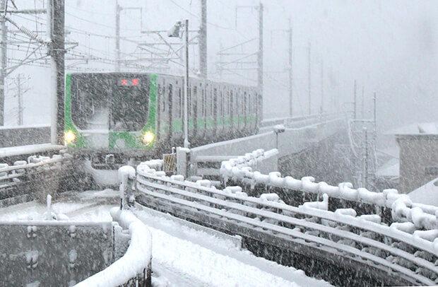 大雪の中の03編成