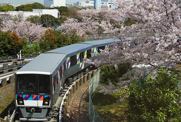 桜咲く車両基地 2000型